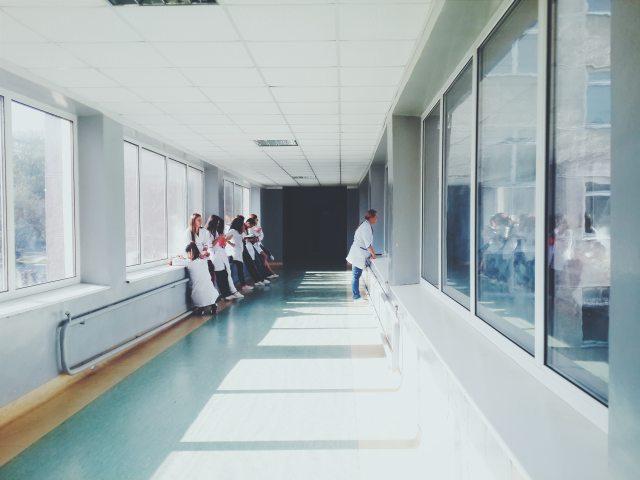clinic-doctors-glass-127873