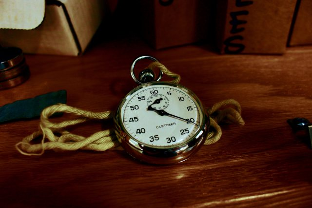 antique-clock-conceptual-1010513